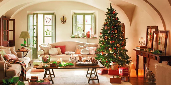 Give a personalized touch to your Christmas decor within your budget