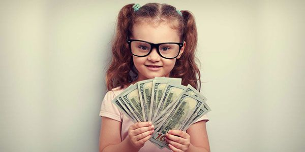 How to teach financial concepts to kids through monetary gifts